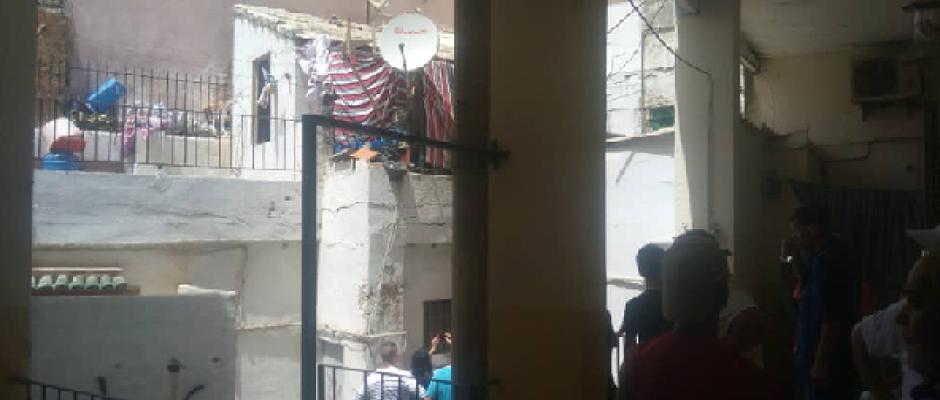 عائلات على وقع الصدمة.. نجاة امرأة وابنتها بأعجوبة اثر انهيار سقف بناية بالحراش