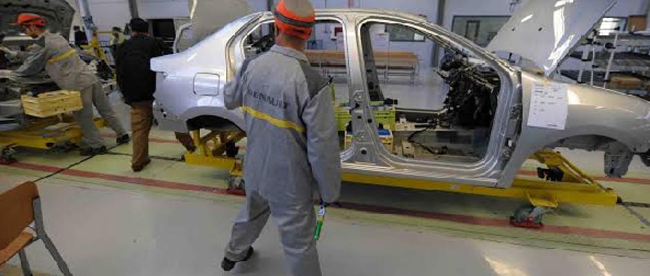 """الفساد والفوضى يدفعان بالحكومة للتخلي عن قاعد """"49/51"""" في مصانع السيارات"""